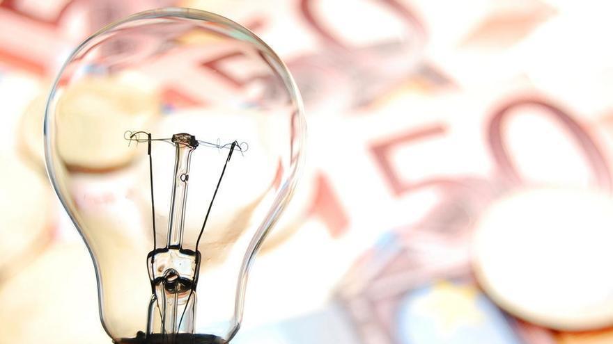 El precio de la luz repunta un 11% y se coloca este martes en 65,98 euros/MWh