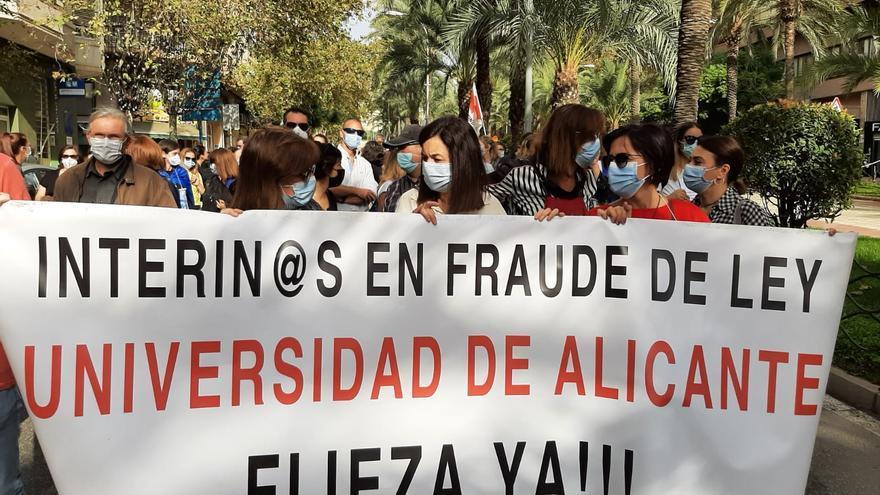 Movilización de interinos por las calles de Alicante para que les hagan fijos