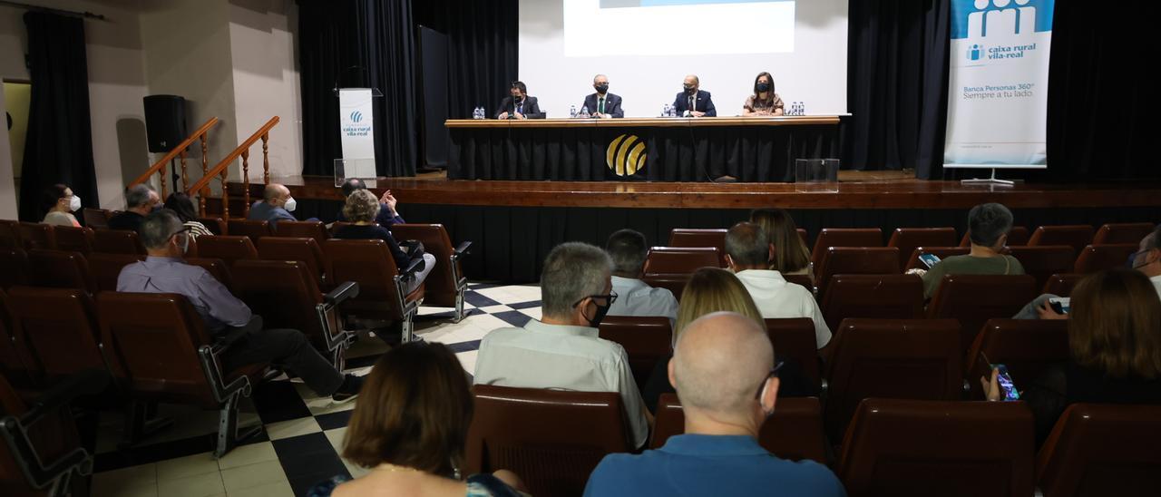 Un momento de la asamblea general de Caja Rural Vila-real, en junio pasado.