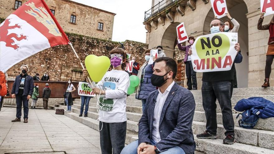 El gobierno de Cáceres afirma que la encuesta sobre la mina fueron las elecciones