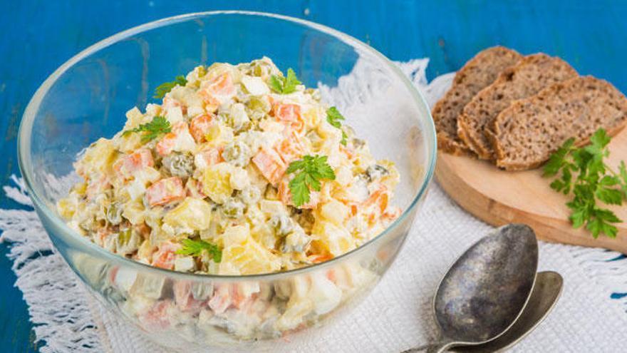 La receta saludable para hacer una ensaladilla rusa que no engorda