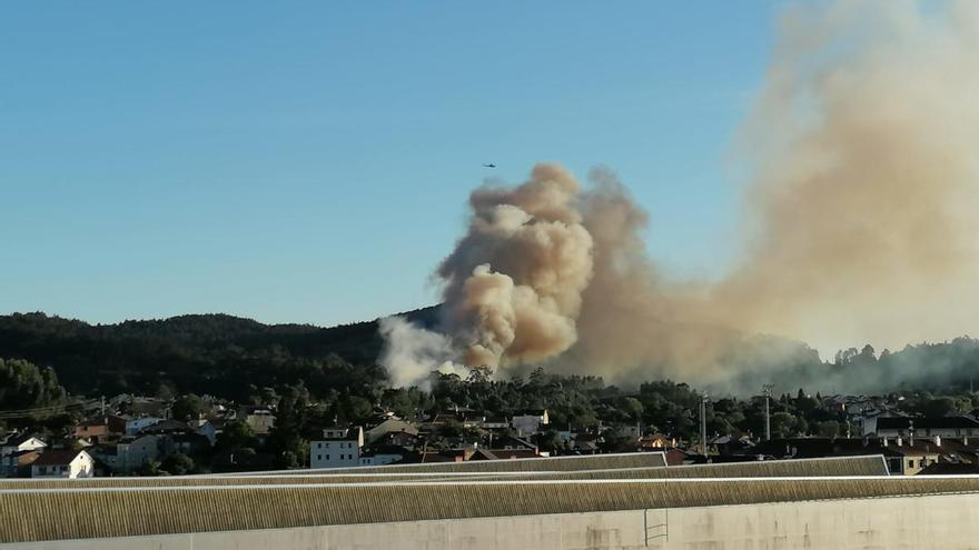 Declarado un incendio forestal en Vilagarcía y otro en Vilanova