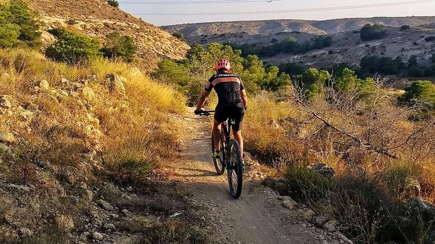 El Consell tumba las multas a los ciclistas por transitar por pistas forestales de Elche