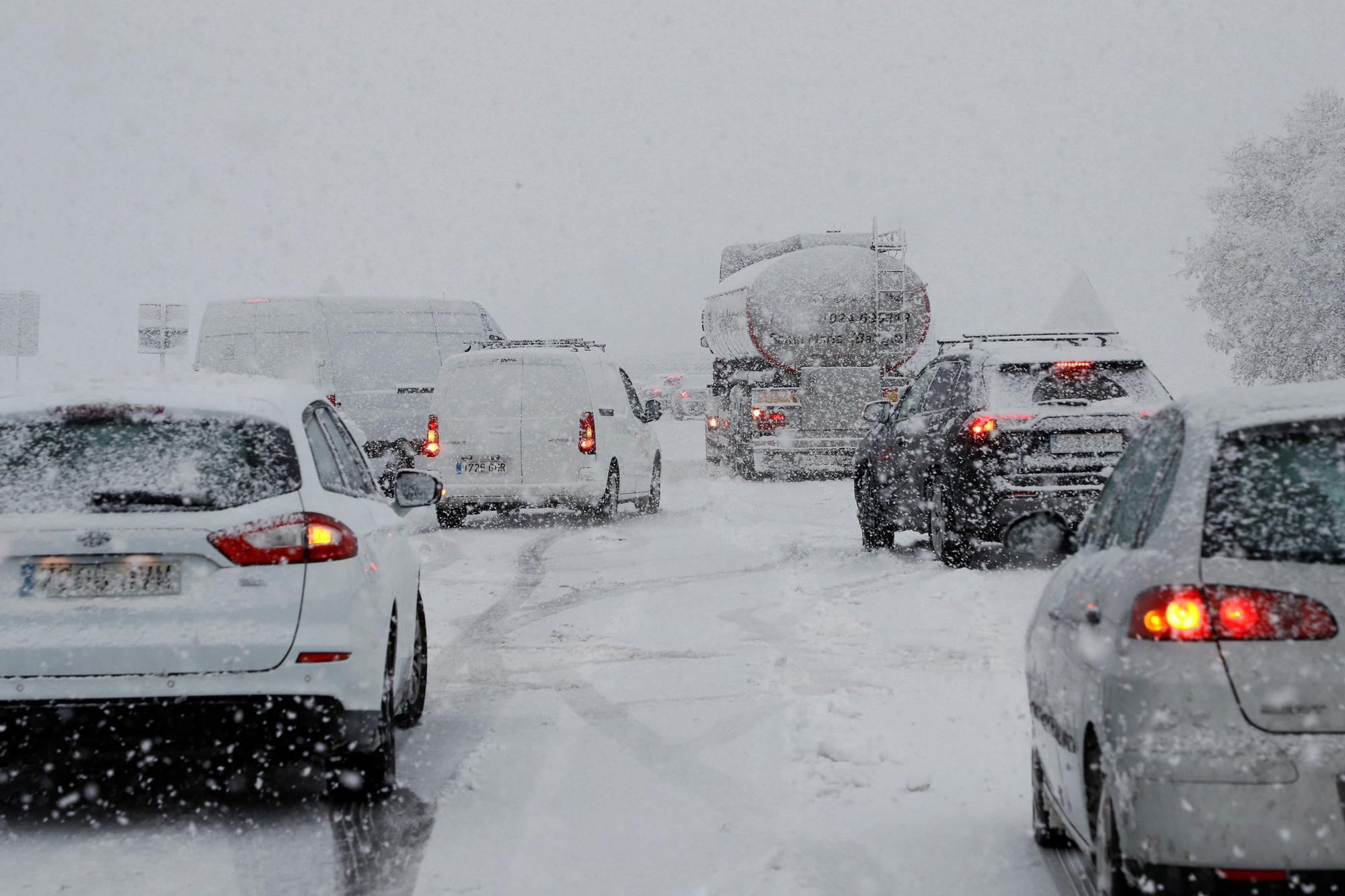 El frío ártico desplomará las temperaturas y dejará lluvias, granizo y nieve a 500 metros