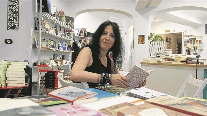 Elena Román: medio kilo de poemas crujientes