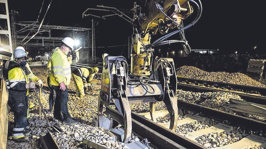 Renfe ajusta el servicio de tren València-Castelló por las obras del Corredor