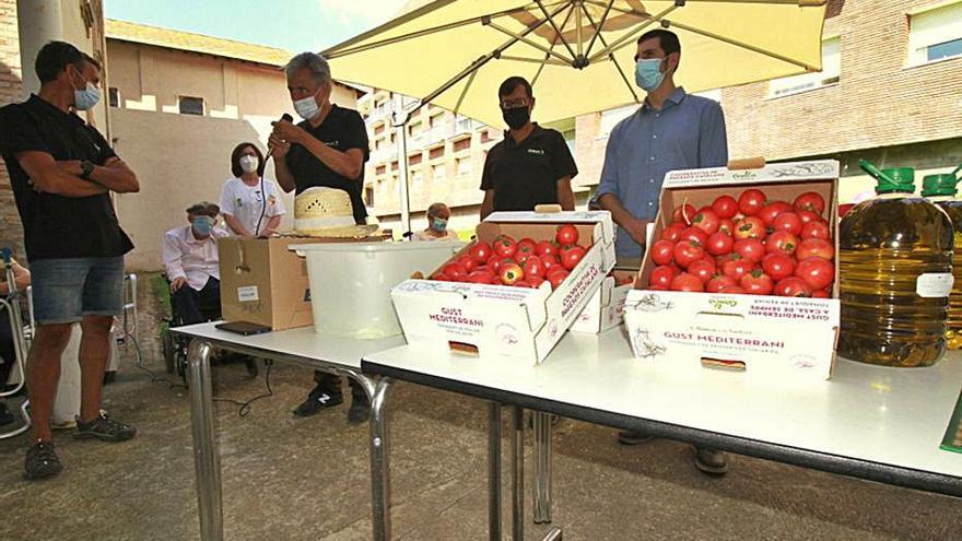 Els pagesos de la Conca de la Tordera obsequien l'Hospital Asil Sant Jaume