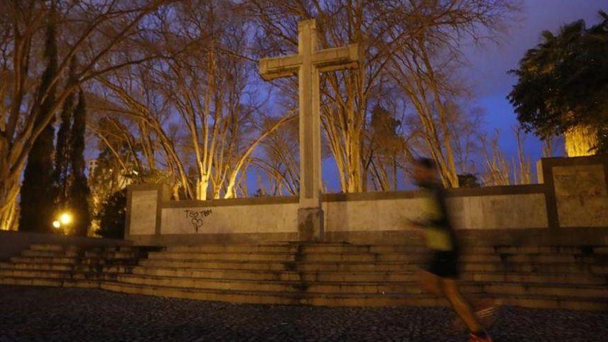 Los expertos apuestan por trasladar la cruz al cementerio
