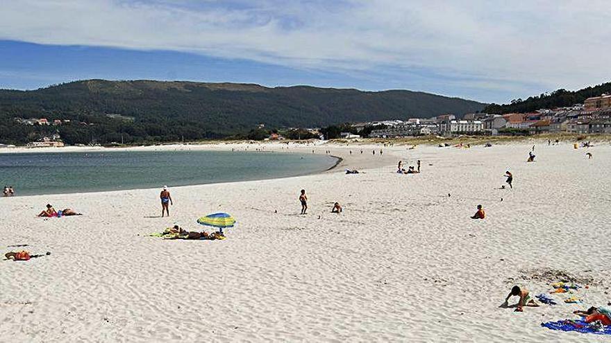 Más de 160 arenales de 66 concellos están ya en la red de playas sin humo