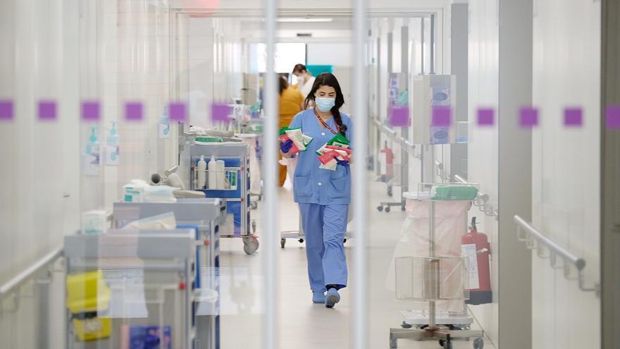 Els col·legis de metges atenen prop de 1.500 professionals de la salut per ansietat, depressió o insomni per la covid