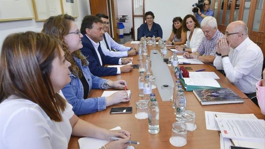 Ibarra prioriza una mejora en la gestión del personal y el centenario de Galdós