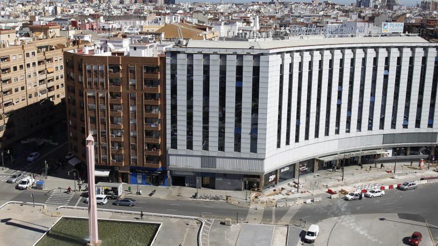 El grupo Playa Senator compra a la Sareb el hotel Parque Central por 16 millones