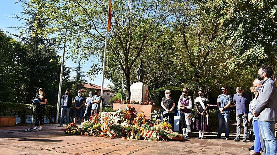 Gairebé una trentena d'entitats participen en l'ofrena floral a Berga