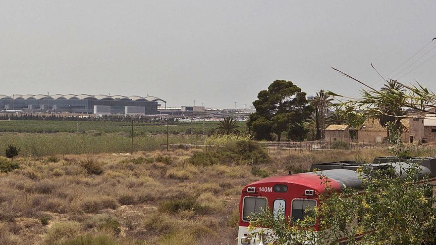 Los recortes presupuestarios del covid dilatarán diez años el enlace en tren con el aeropuerto