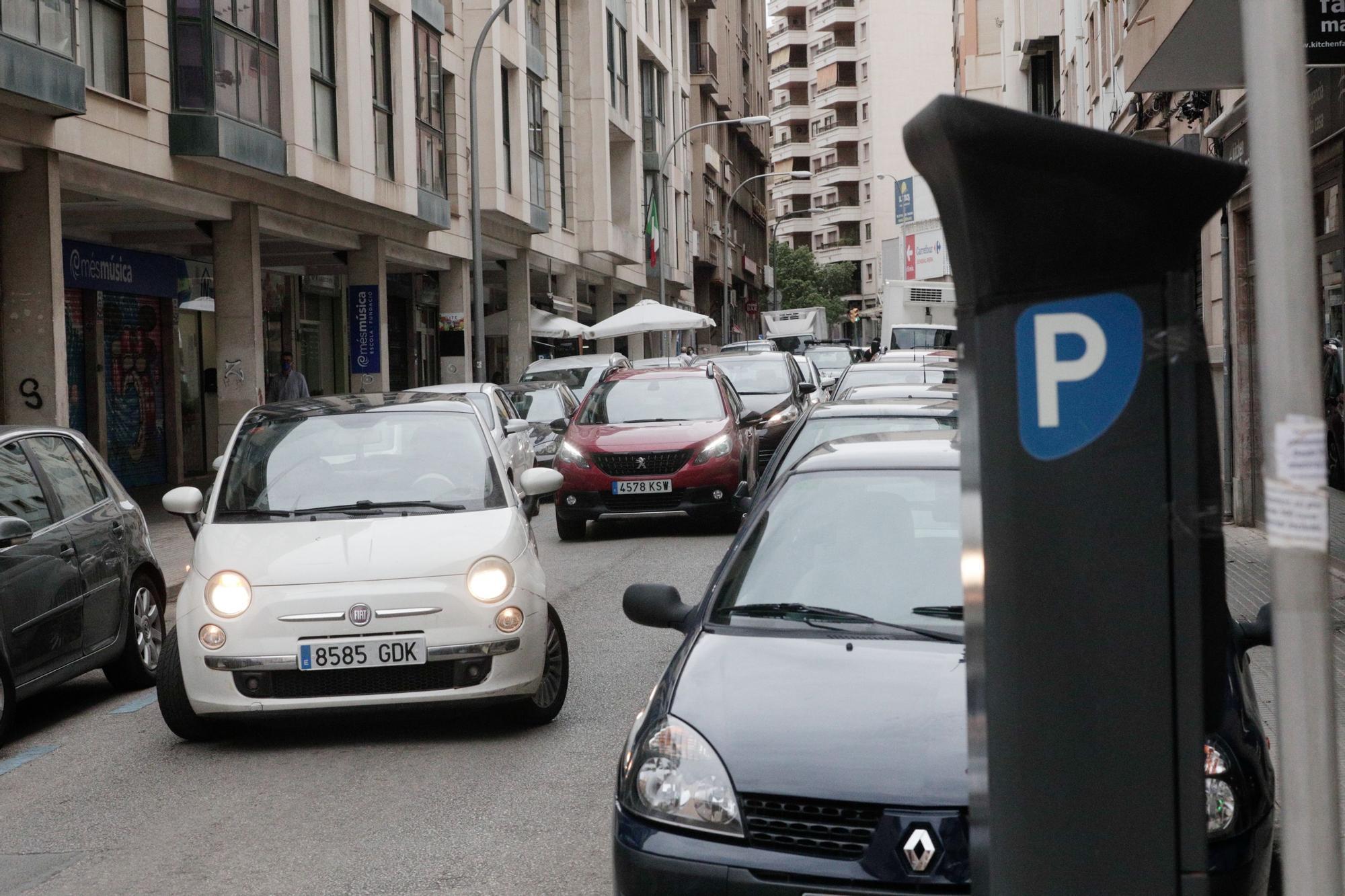 Los residentes toman los aparcamientos del centro el Día sin Coches