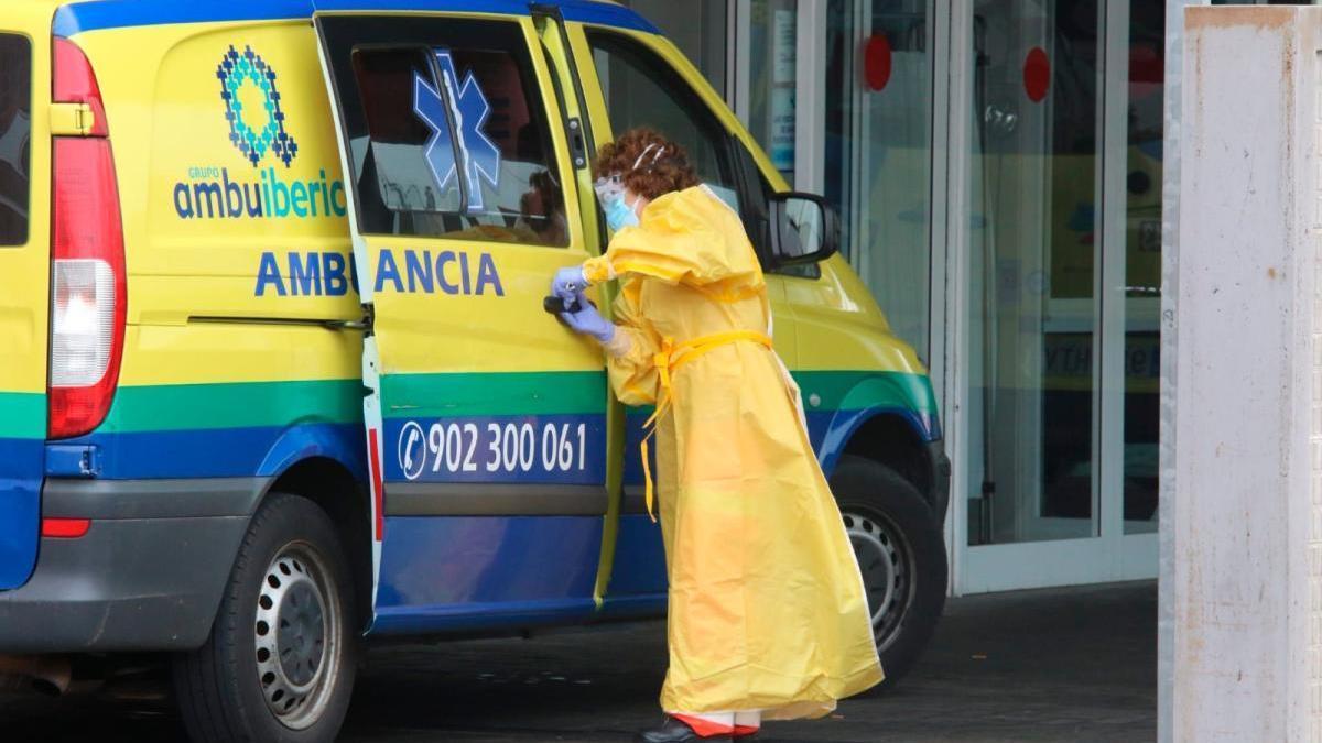 Sigue la última hora del coronavirus en Zamora. En la imagen, personal sanitario en el Hospital Virgen de la Concha.