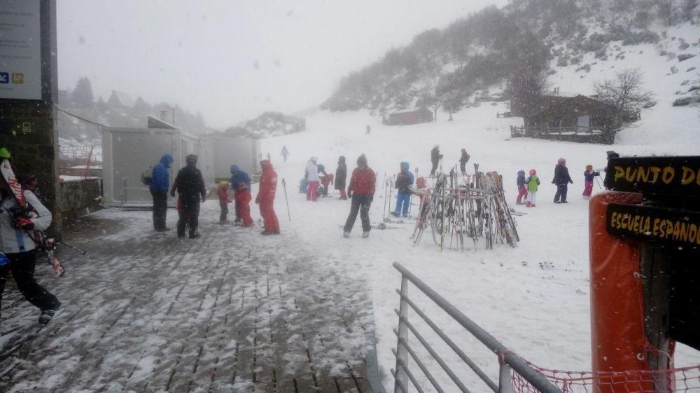 Esquiadores en Asturias durante el fin de semana