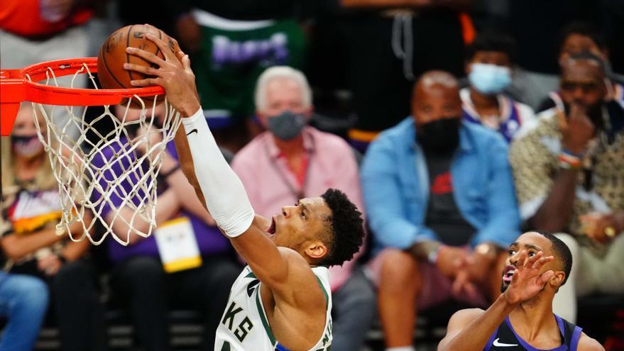 Los Bucks acarician el anillo tras asaltar la cancha de los Suns