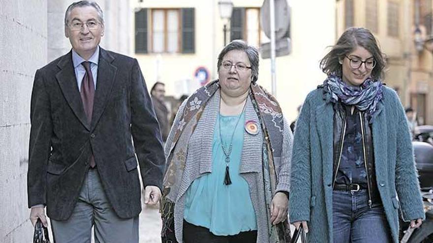 Seijas pierde el pulso con Podemos al no poder volver al partido
