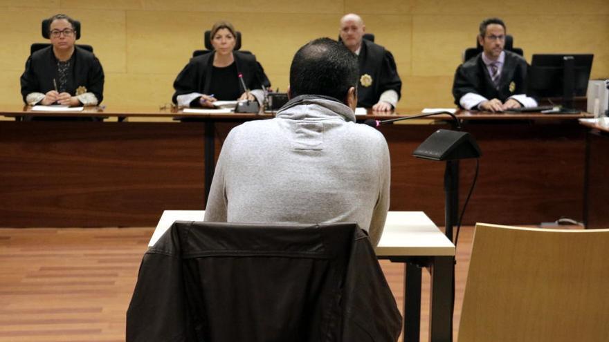 Un repartidor paga 4 anys de presó per abusar d'un jove semiinconscient a Figueres