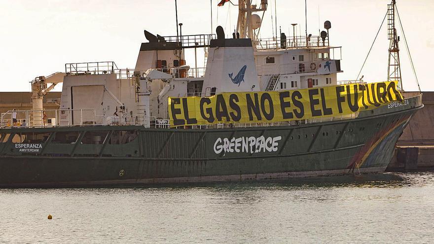 El mayor barco de Greenpeace se queda retenido en Sagunt