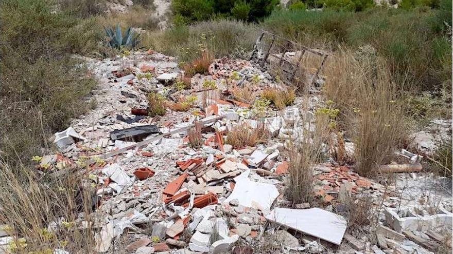 Crevillent limpiará de vertidos y plantas invasoras la partida Barrosa