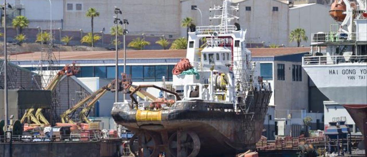 El 'Breath', varado en el astillero Repnaval-Zamakona del Puerto de Las Palmas.