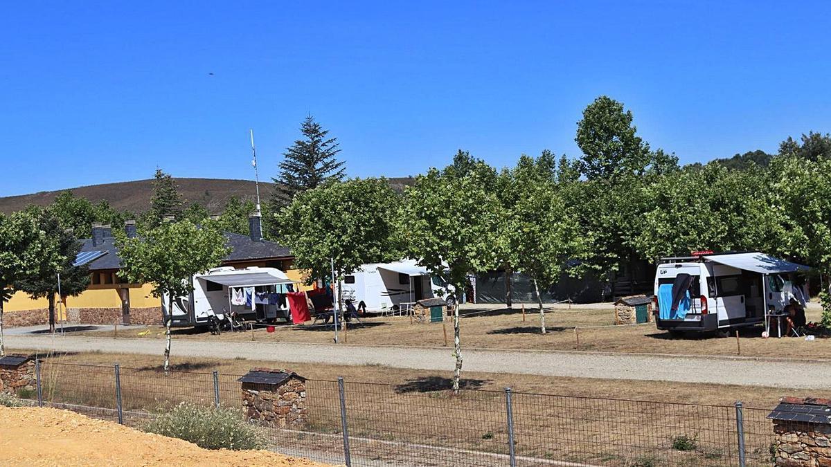El camping 'Los Molinos', en Manzanal de Arriba. | Adrián Herrero Mateos