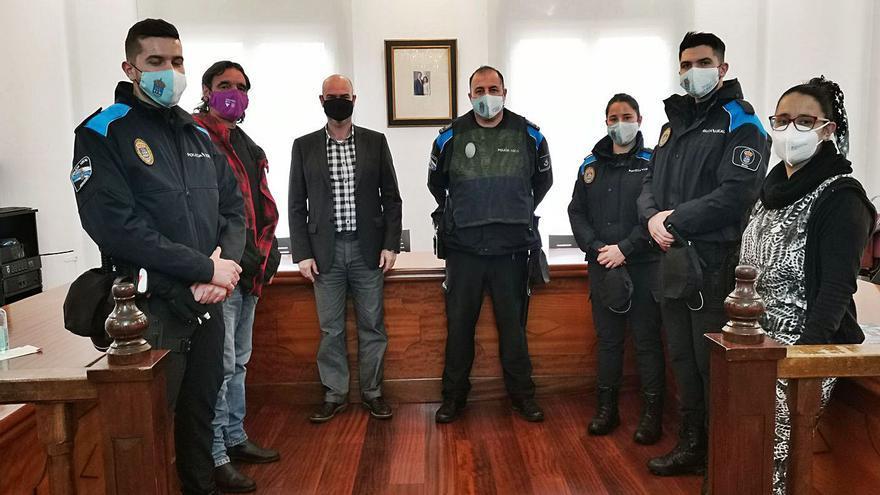La Policía de Bueu incorpora tres nuevos agentes, con la primera mujer con plaza