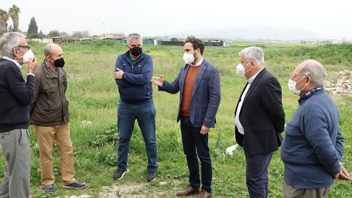 Los concejales socialistas se reúnen con vecinos de La Noria