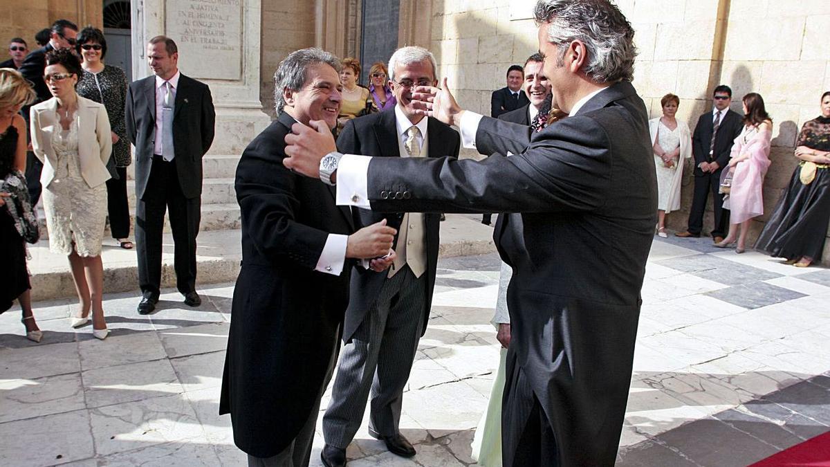 Alfonso Rus y Marcos Benavent, en la boda de este último, en 2005.    PERALES IBORRA