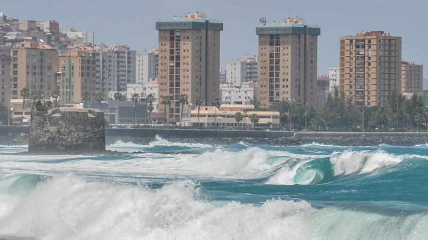 Concluye la alerta por oleaje en Canarias