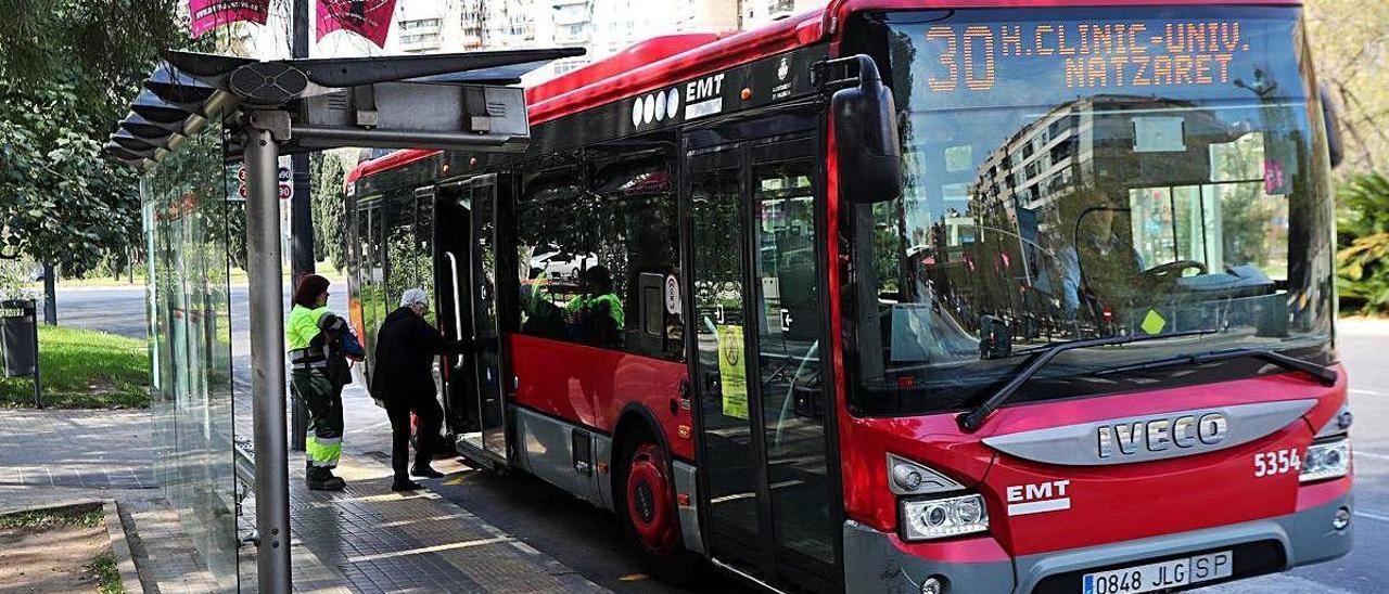 Imagen de archivo de un autobús de la EMT.