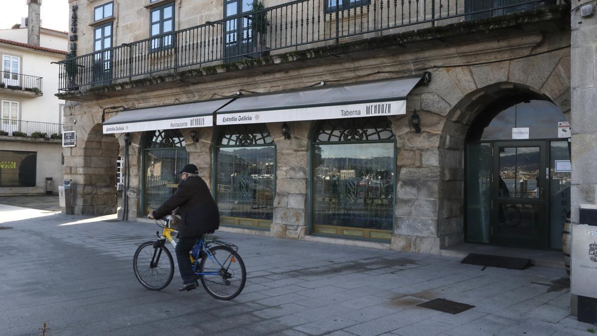Un establecimiento de hostelería de Baiona cerrado.