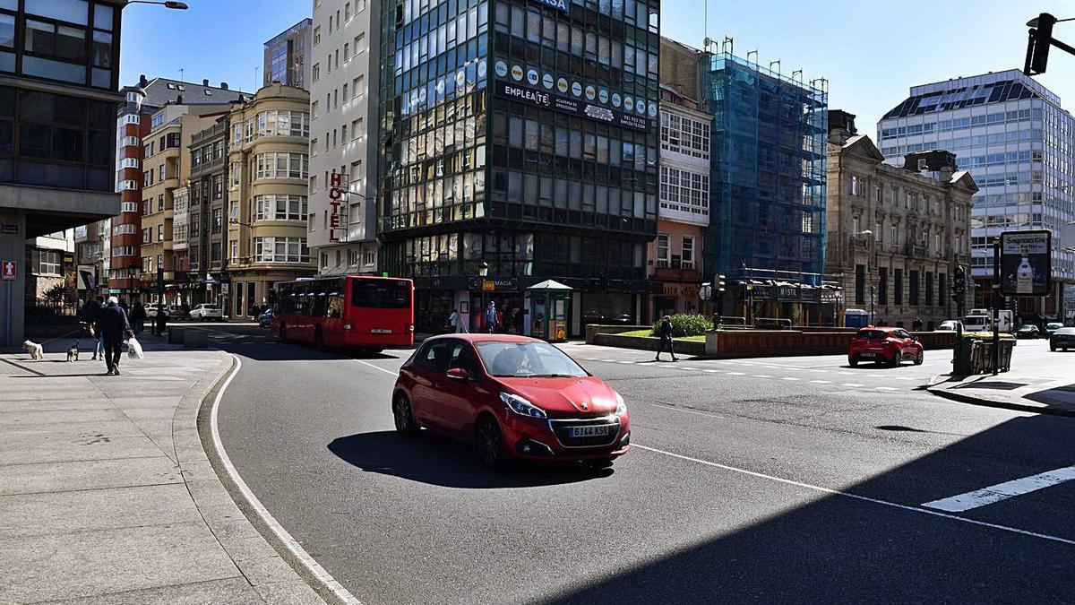 Plaza de Pontevedra en la confluencia de San Andrés con Juana de Vega. |   // VÍCTOR ECHAVE