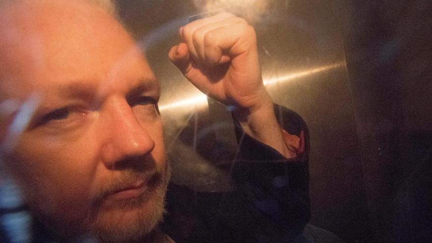 Julian Assange sufre una depresión severa y comportamientos suicidas