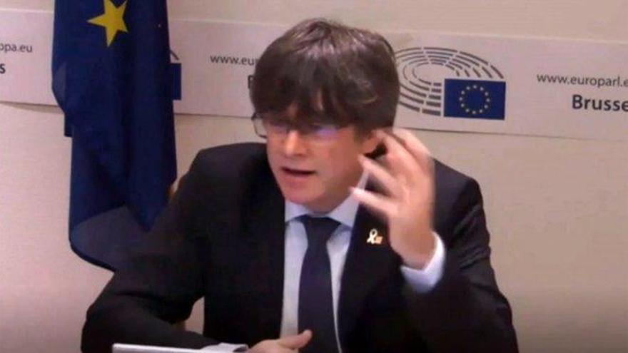 El juez propondrá juzgar a los mossos que acompañaron en su huida a Puigdemont
