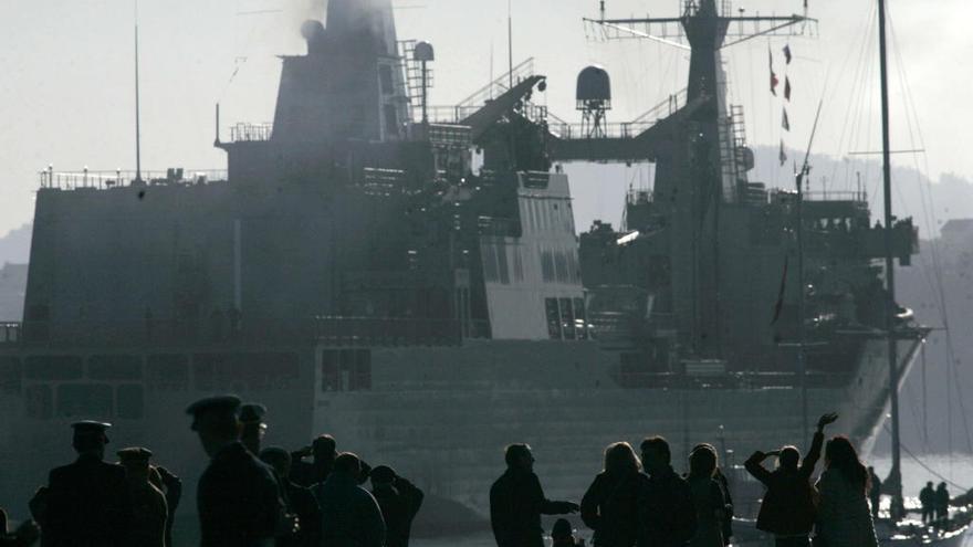 Gijón recibe la visita de dos buques de la Armada