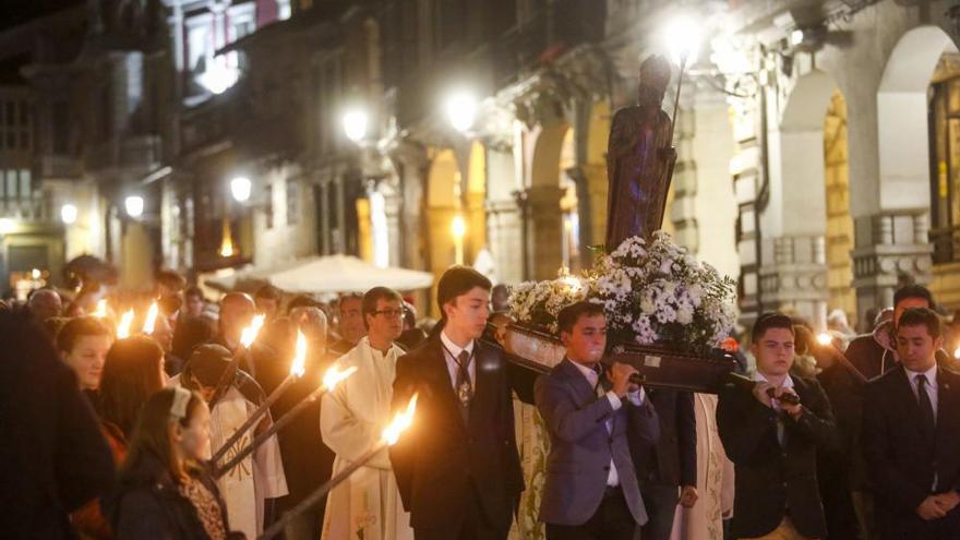 El patrón de Avilés celebra su fiesta por las calles del casco histórico