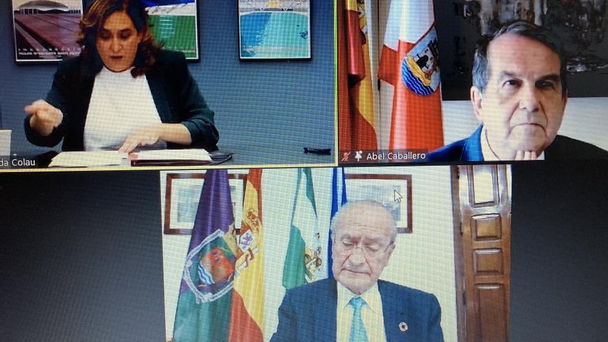 Los alcaldes de Málaga, Barcelona y Vigo exigen financiación para las competencias impropias