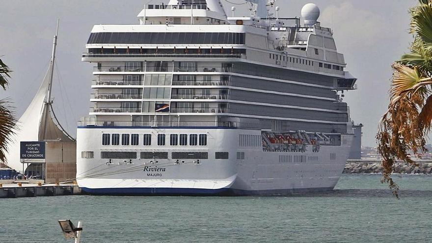 Los primeros cruceristas que recalen en Alicante no podrán pasear ni consumir en la ciudad