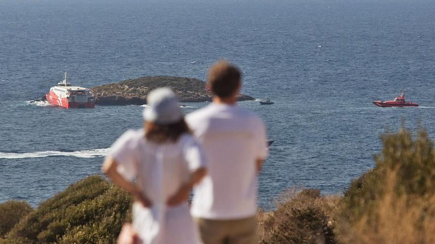 El ferri que chocó contra un islote en Ibiza no ha provocado ningún vertido tóxico