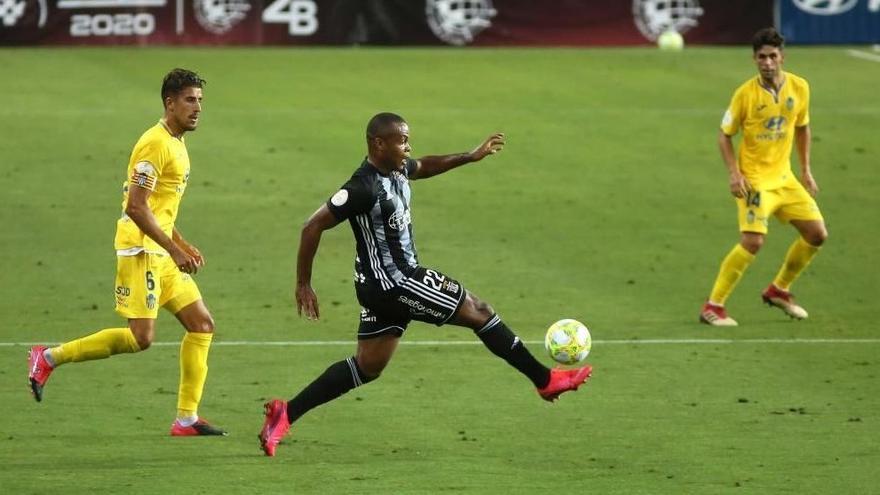"""Vinicius Tanque: """"No estoy aquí para decir los goles que haré, estoy aquí para ascender"""""""