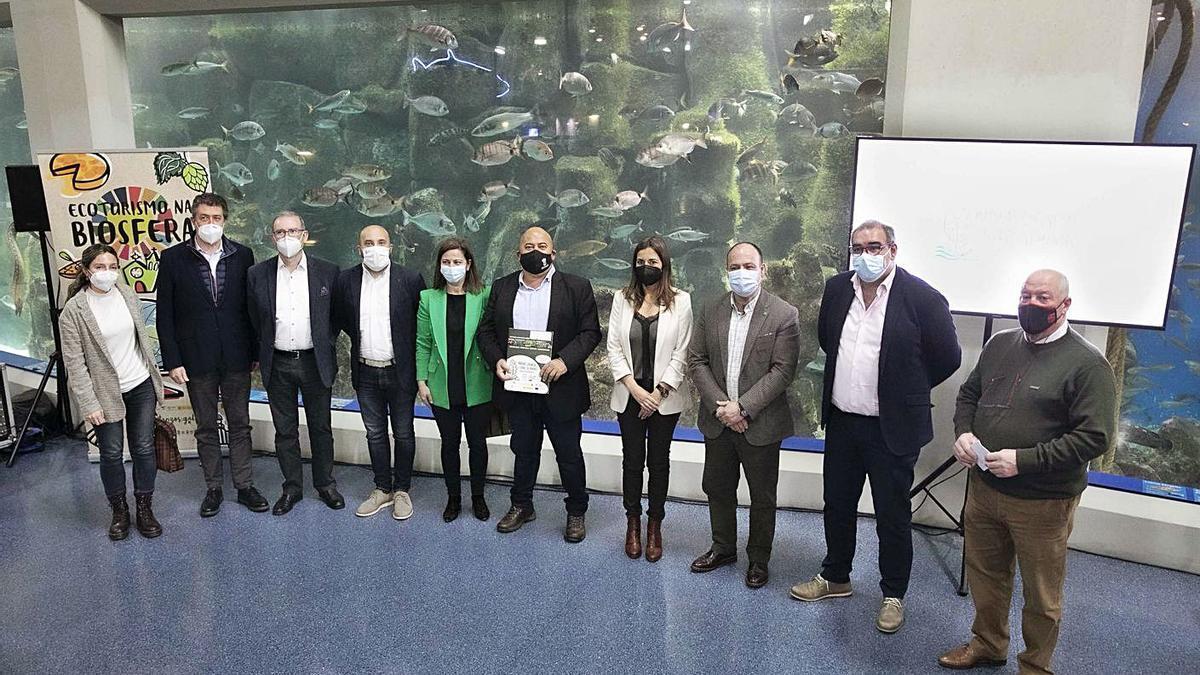Presentación de la campaña y la oferta de ecoturismo de la Reserva, ayer, en el Aquarium Finisterrae.   | // L.O.