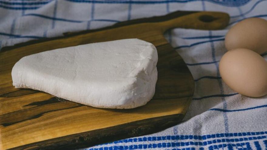 ¿Qué es la listeriosis, que ha provocado la alerta sanitaria en un lote de queso fresco?