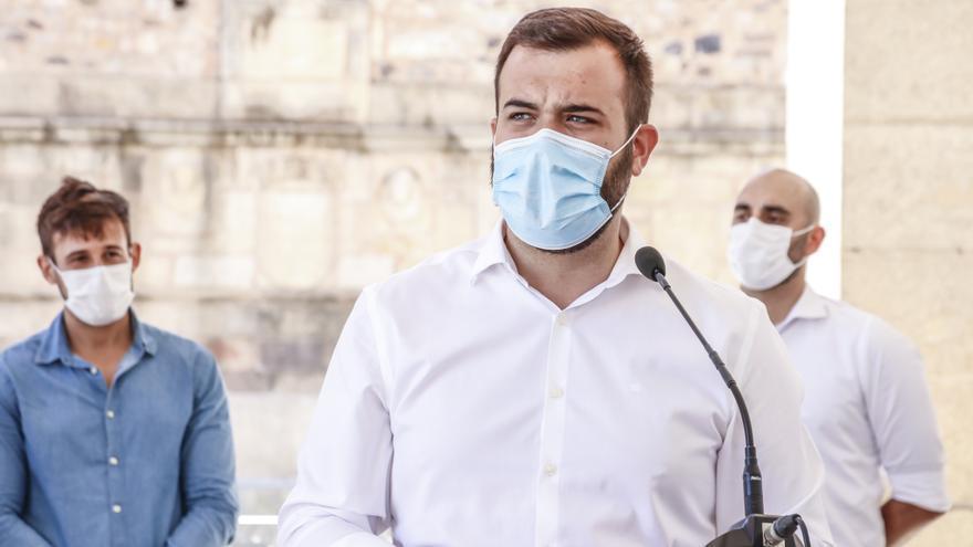 """El alcalde sobre los botellones en la plaza: """"No vamos a permitir que se proyecte una mala imagen de Cáceres"""""""