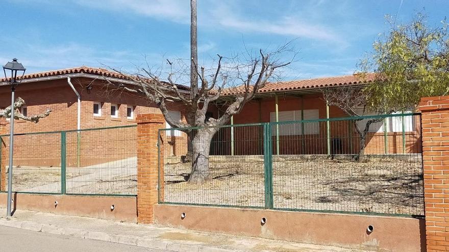 Un pueblo de la Comunidad Valenciana ofrece casa y trabajo para reabrir el colegio y el bar
