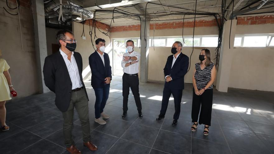 El Ayuntamiento de Elche entrega a la UMH las llaves de la nueva residencia