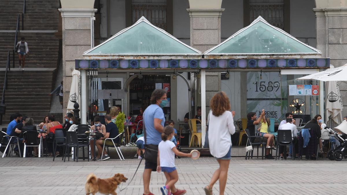 Terrazas en la plaza coruñesa de María Pita.