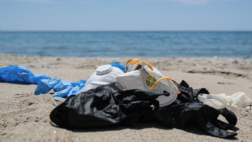 Greenpeace advierte de la avalancha de residuos por las mascarillas y guantes